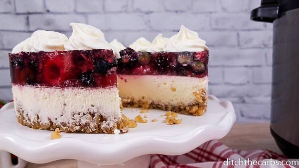 Wow! This cheesecake looks delicious!#instantpotlowcarbberrycheesecake #instantpot #ditchthecarbs #lowcarb #keto #glutenfree #sugarfree #healthyrecipes #familymeals