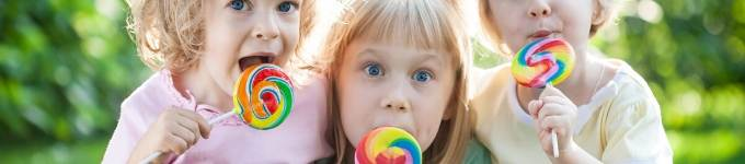banner showing kids licking lollipops